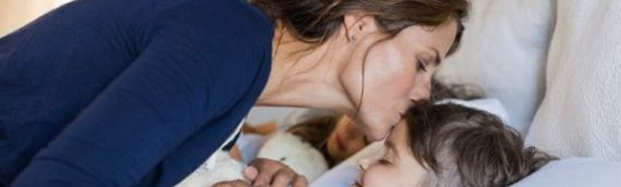 4 ερωτήσεις που πρέπει να κάνετε στο παιδί σας πριν κοιμηθεί